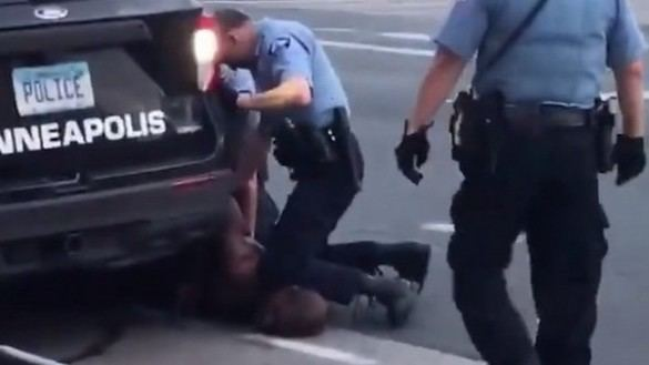 El video de la muerte de Floyd protagoniza el comienzo del juicio