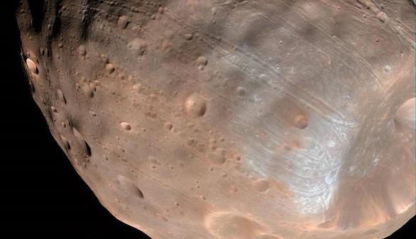 Fobos, la luna más grande de Marte, podría tener los días contados