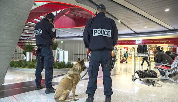 Francia prolonga y endurece el estado de emergencia