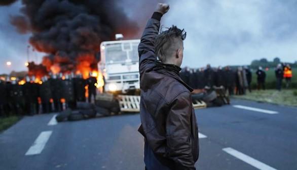 Alta tensión en Francia por las huelgas contra la política de Valls