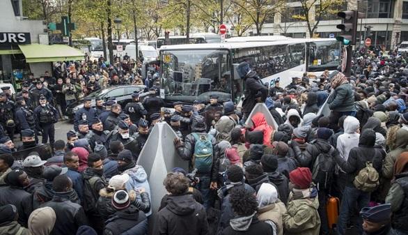 Francia se endurece: las expulsiones de sin papeles aumentan un 29 % en enero