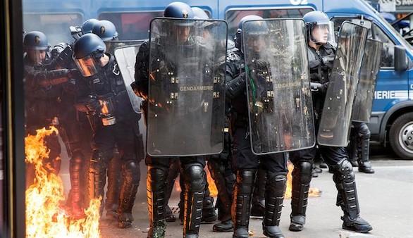 Una nueva oleada de protestas desafía la reforma laboral de Hollande