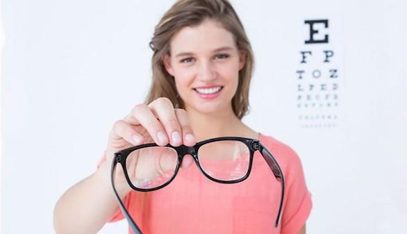 Los farmacéuticos de Madrid organizan un taller sobre la dispensación de gafas para presbicia