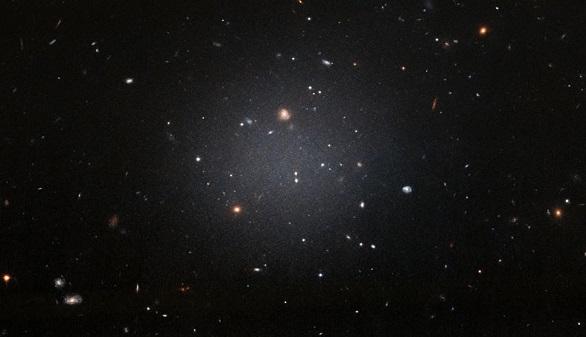 Una galaxia casi sin materia oscura revoluciona la concepción del Universo
