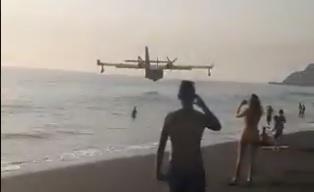 Impresionante maniobra de un hidroavión en una playa de La Palma