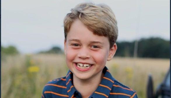 El posado del príncipe George por su octavo cumpleaños