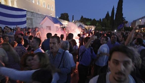 Tsipras incumple sus promesas electorales para permanecer en el euro
