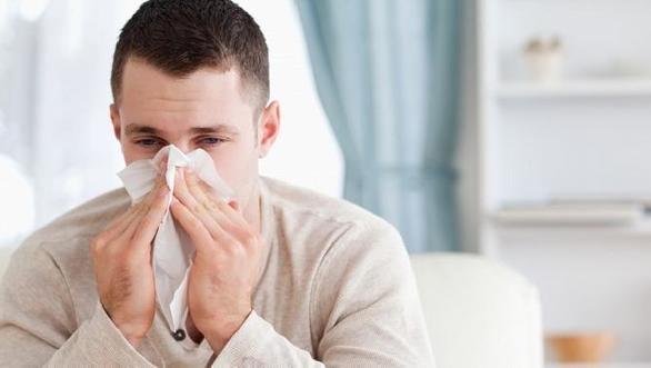 ¿Es lo mismo la gripe que el catarro? ¿Cuándo sí hay que ir al médico?