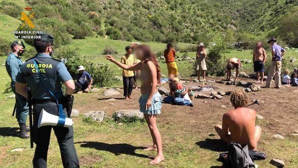 Acampada hippie en La Rioja: la Familia Arcoíris practica sexo libre sin miedo al covid