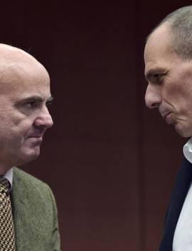 De Guindos conversa con Varoufakis, ministro de Finanzas griego. Efe