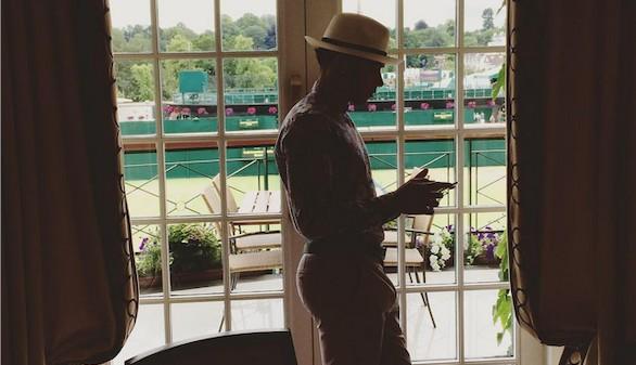 Hamilton se quedó sin final de Wimbledon por no vestir bien