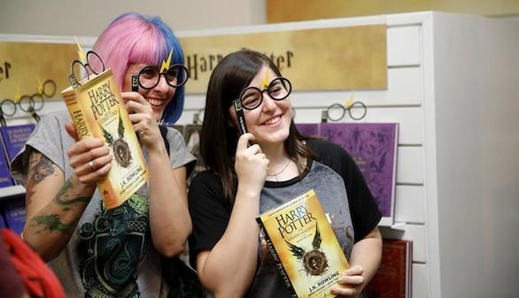 Furor de madrugada en las librerías con el octavo libro de Harry Potter