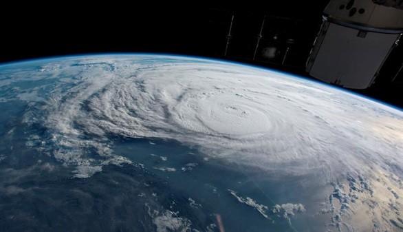 Harvey se degrada a tormenta tropical mientras sigue sobre Texas