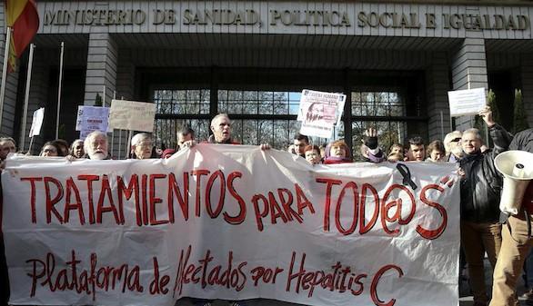 Enfermos de hepatitis C exigen ante Sanidad que les den los nuevos tratamientos
