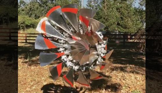 Una hipnótica escultura de viento