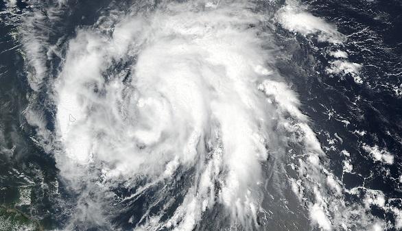 Imagen tomada desde el satélite Suomi-NPP de la NASA, en que se muestra la aproximación del huracán María a las islas Leeward, el pasado 17 de septiembre.