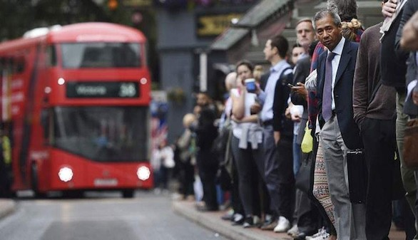 Londres sopesa penalizar a las empresas que contraten a trabajadores de la UE