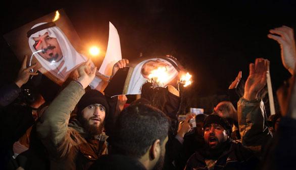 Manifestantes incendian la embajada saudí en Irán