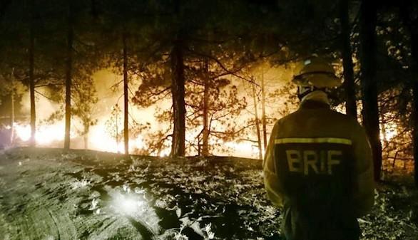 El incendio de La Palma sigue avanzando y llega a la dorsal de la isla