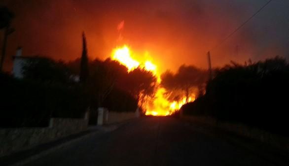 Cientos de desalojados por un incendio en Alicante