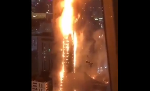 Impactante incendio en un edificio de 48 plantas en Emiratos