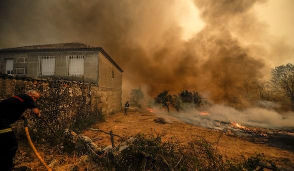 Continúa activo el incendio de Orense que ha quemado 100 hectáreas