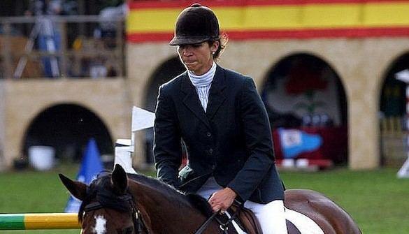 La Infanta Elena, lesionada tras caerse de un caballo