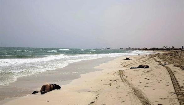 Más de cien cadáveres aparecen en una playa de Libia