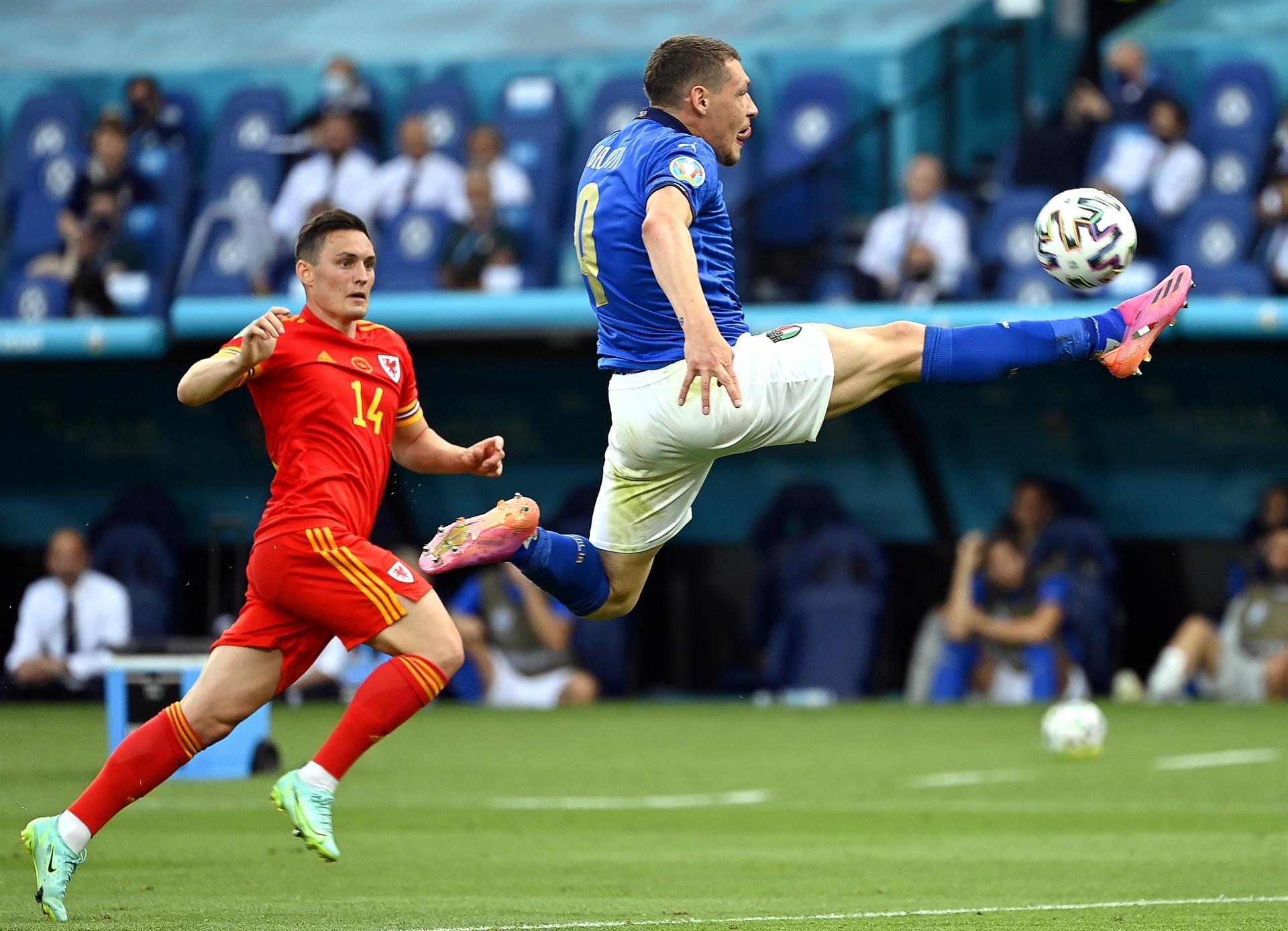 Italia y Gales, rumbo a octavos |1-0