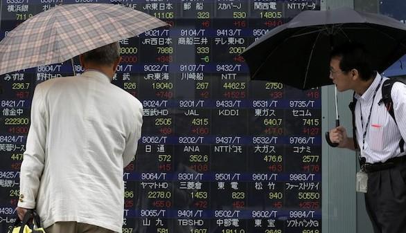 Las Bolsas asiáticas logran detener sus caídas con Europa en rojo