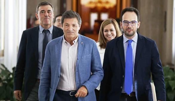 La mayoría del PSOE apuesta por abstenerse para que gobierne Rajoy