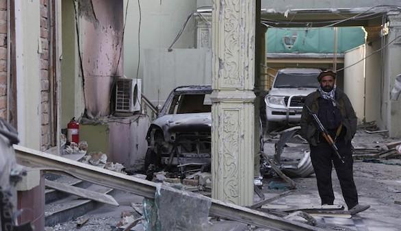 El número de fallecidos en el ataque a la embajada se eleva a doce
