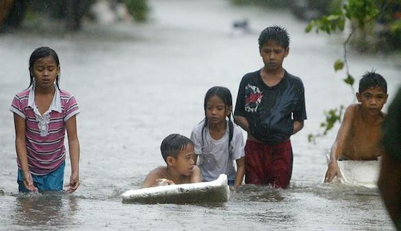 Cuatro muertos y 25.000 evacuados en Filipinas por el azote de 'Koppu'