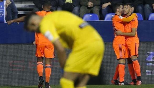 El Valencia toma aire en la Copa y el Eibar encarrila el pase a octavos