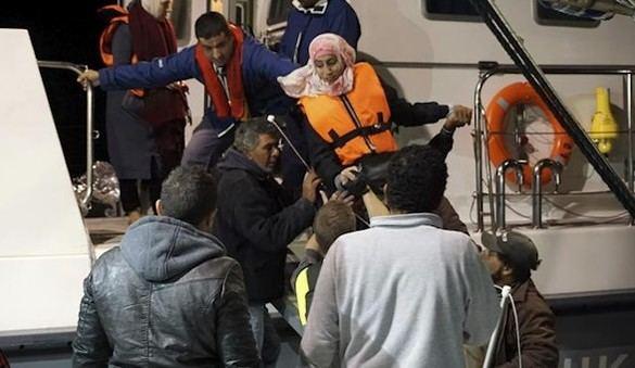Medio centenar de refugiados desaparecidos en un naufragio
