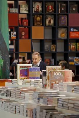 Los libros de texto dan un respiro al sector editorial, pero la literatura cae