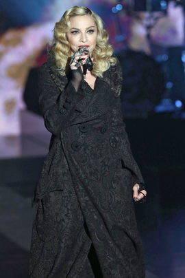 Madonna durante una actuación en la televisión italiana el 8 de marzo. Efe