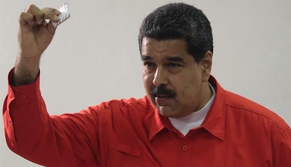 El boicot de la oposición no impide el golpe de Maduro