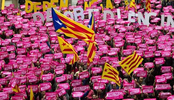 Manifestación de ERC, CUP y BComú a favor de la 'desobediencia' al TC