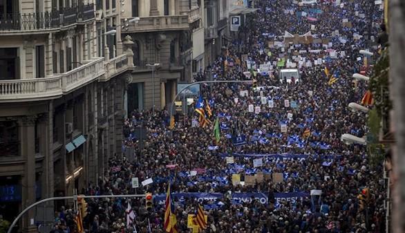 Unas 160.000 personas piden en Barcelona acoger más refugiados
