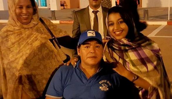 Maradona revoluciona El Aaiún en una visita exprés