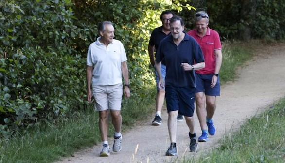 Los políticos se van de vacaciones a pesar del bloqueo