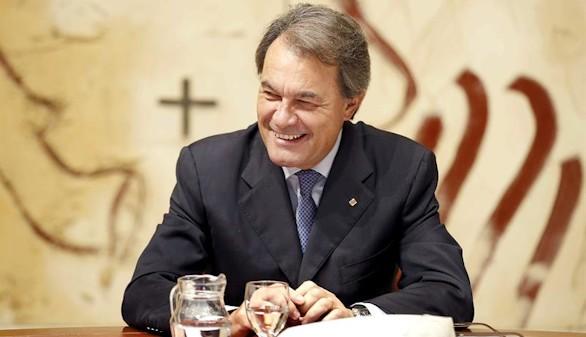 Mas y otros 239 cargos del Gobierno catalán ganan más que Rajoy