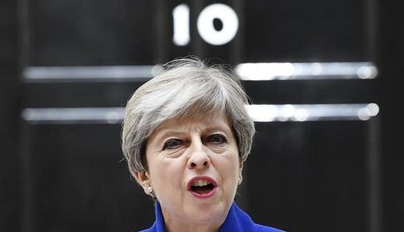 Una May cuestionada encara ahora el brexit desde la debilidad