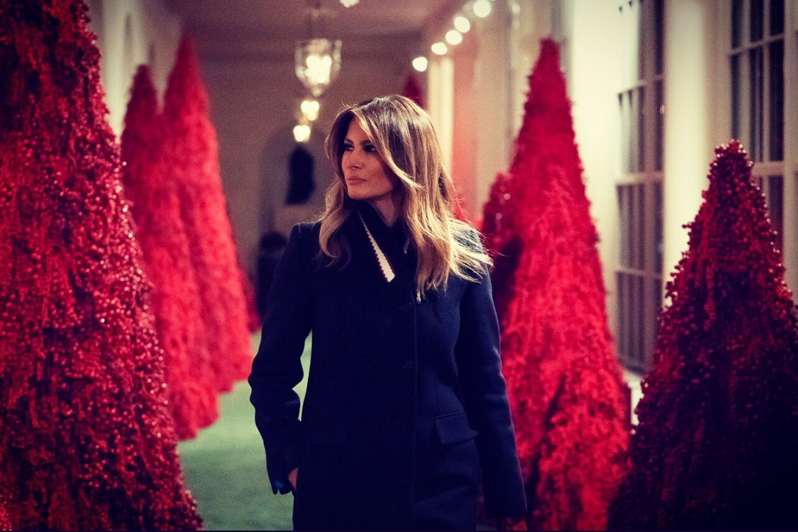 Melania Trump tiñe de rojo la Casa Blanca para celebrar la Navidad