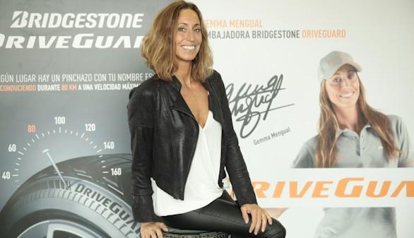 Gemma Mengual muestra las ventajas del nuevo Bridgestone Driveguard