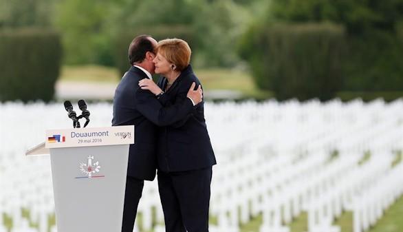 Merkel y Hollande piden más Europa en el centenario de Verdún