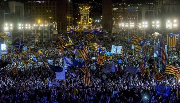 Miles de personas se juntan en Barcelona en el acto final del independentismo