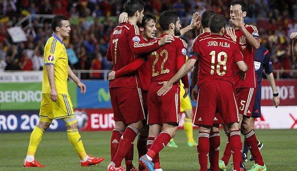 España derriba a Ucrania sin brillo y sacude, de momento, la crisis | 1-0