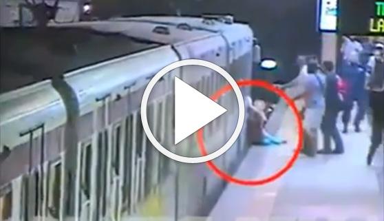Vídeos virales. Una mujer es arrastrada por el metro de Roma